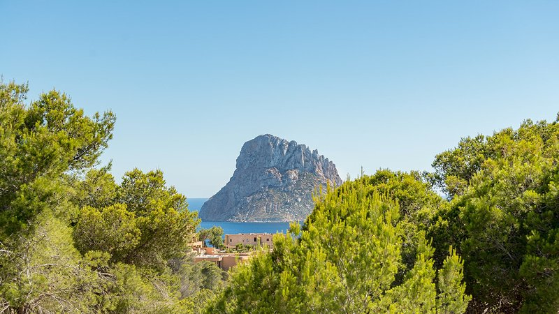 Cala Vadella Villa Sleeps 10 with Air Con and WiFi - 5805607, holiday rental in Cala Carbo
