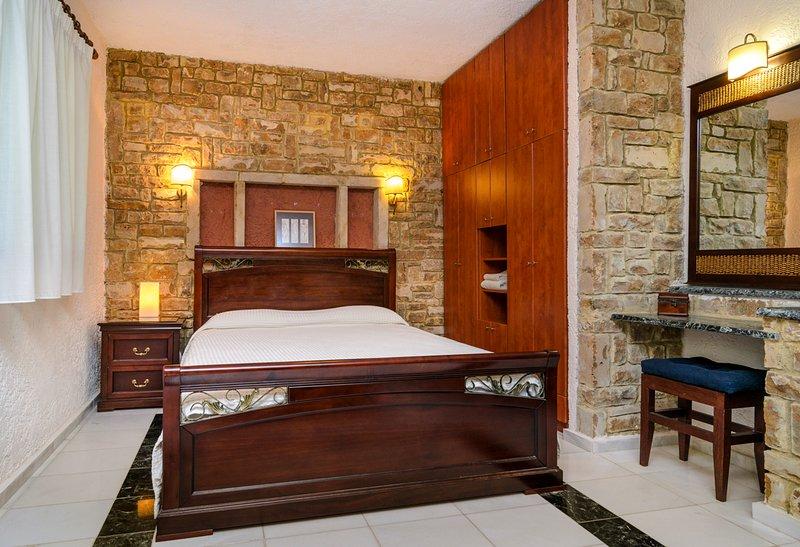 Elia Villa Sleeps 6 with Pool and Air Con - 5803835, holiday rental in Elia Nikitis