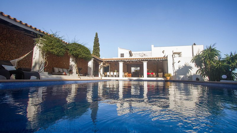 Puig d'en Valls Villa Sleeps 9 with Pool Air Con and WiFi - 5805568, location de vacances à Santa Agnes de Corona