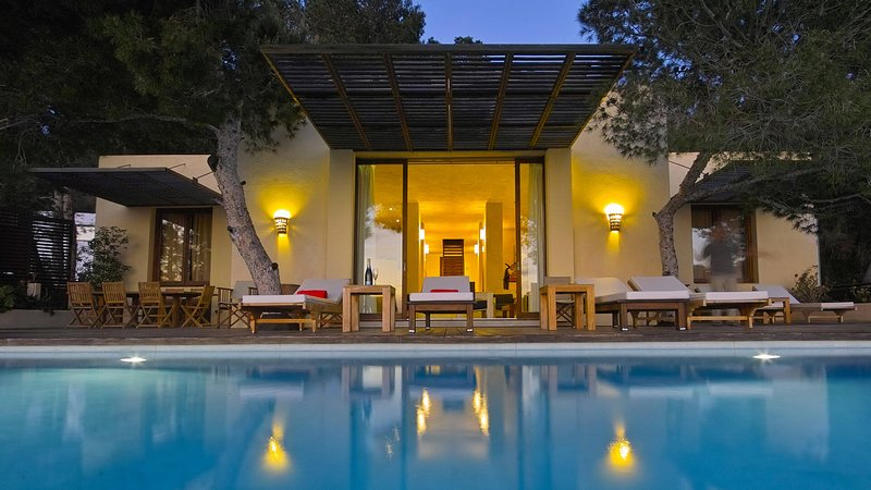 Cala Gracio Villa Sleeps 8 with Pool and WiFi - 5805490, holiday rental in Cala Gracio