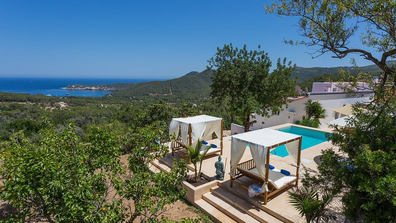 Sant Joan de Labritja Villa Sleeps 7 with Pool Air Con and WiFi - 5805557, alquiler vacacional en San Lorenzo