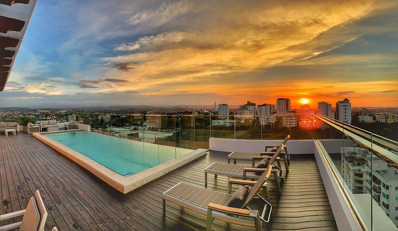 Luxury High Rise Tower with BEST city Views  - Roof top infinity pool & Gym, vacation rental in Santiago de los Caballeros