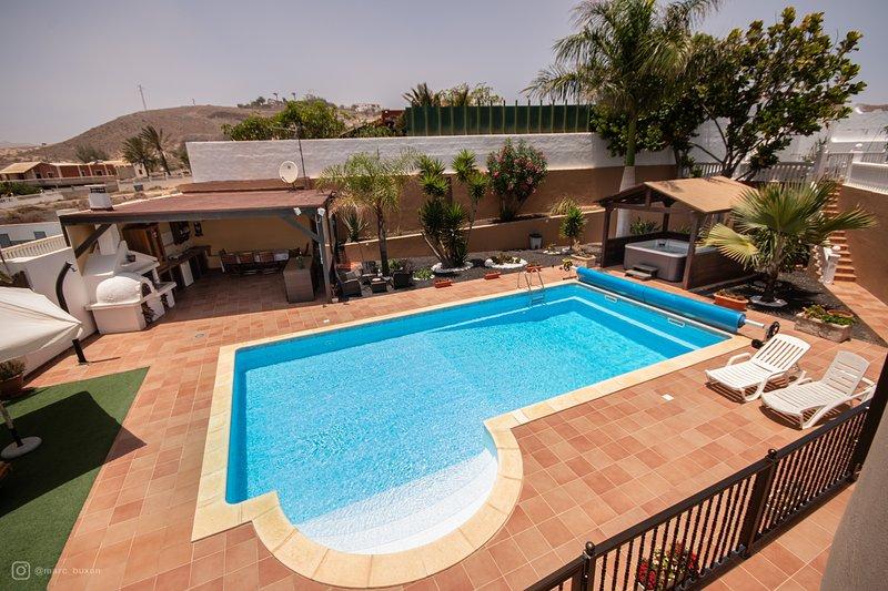 Gemakkelijke toegang zwembad, barbecue en buitenkeuken