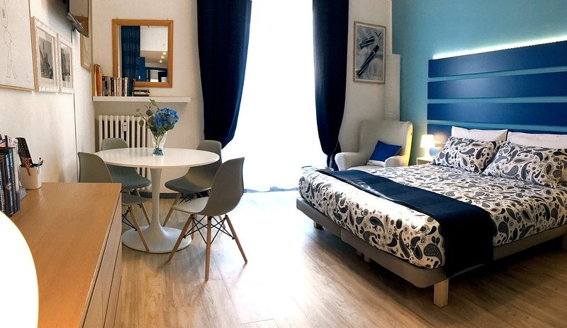 Appartamento Blu: spacious, refined studio in Milan, holiday rental in Locate di Triulzi
