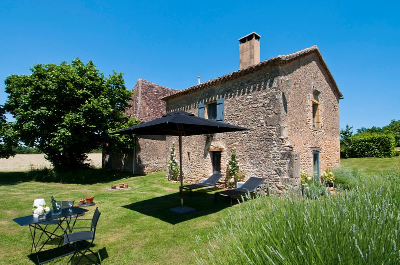 Le Mazet: 4 star character Dordogne cottage with stunning views & free WiFI, holiday rental in Sainte Croix