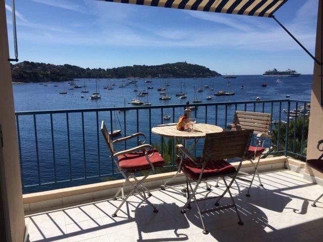Great 2 bedroom holiday apartment with balcony, location de vacances à Villefranche-sur-Mer