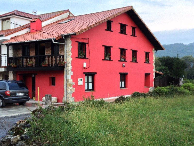 CASA DE PUEBLO EN UN PRECIOSO VALLE, location de vacances à Arredondo
