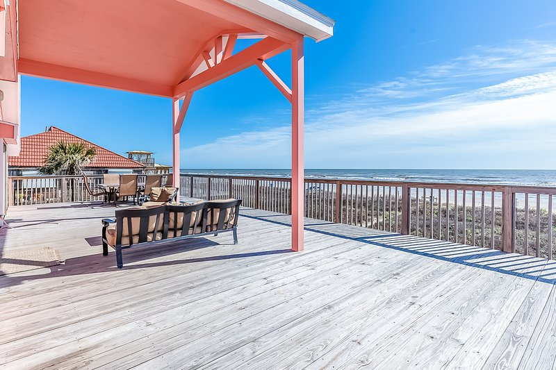 Dog-Friendly oceanfront home w/ panoramic views, vacation rental in Galveston Island