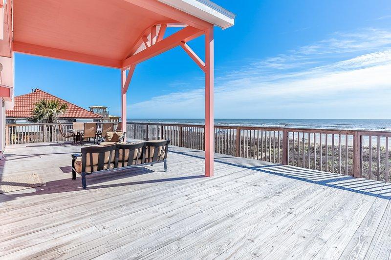 Dog-Friendly oceanfront home w/ panoramic views, alquiler de vacaciones en Jamaica Beach