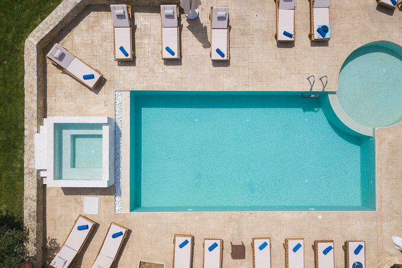Panoramic aspect of the pool terrace!