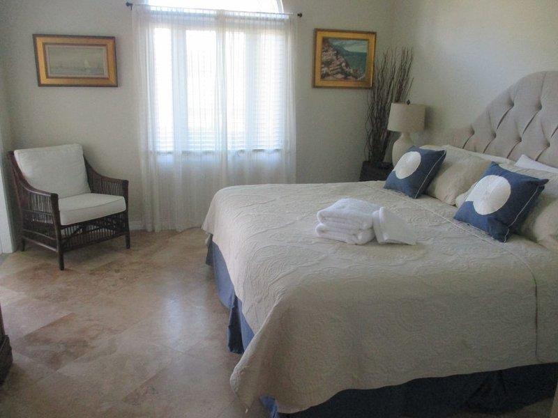 GRAND HARBOR,  2 Bedroom 2 bath condo in Harmony Island. WE HAVE A MEMBERSHIP, holiday rental in Indian River Shores