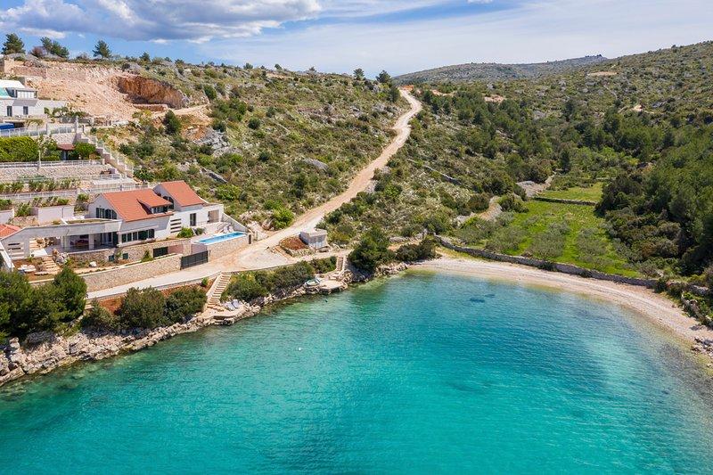 Vinisce Villa Sleeps 10 with Pool and Air Con - 5623804, vacation rental in Bobovisca na Moru