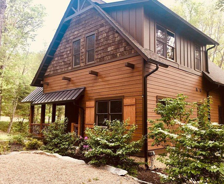 Bearwallow Cabin striking exterior