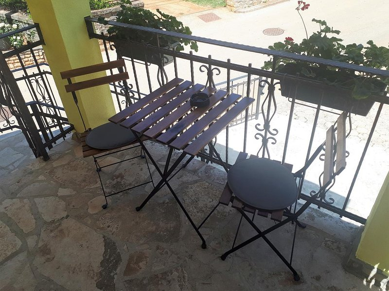 Babici Apartment Sleeps 3 with Air Con - 5806204, location de vacances à Baldasi