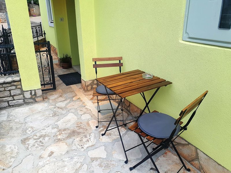 Babici Apartment Sleeps 3 with Air Con - 5806205, location de vacances à Baldasi
