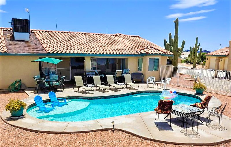 Plenty of seating for you & all your guests in private back yard. Refreshing salt water Baja pool