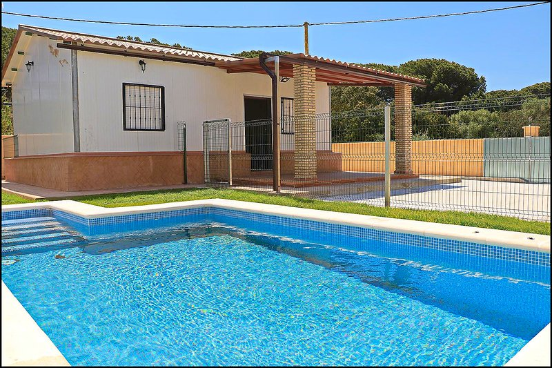 Bungalow en Conil con piscina, holiday rental in Roche
