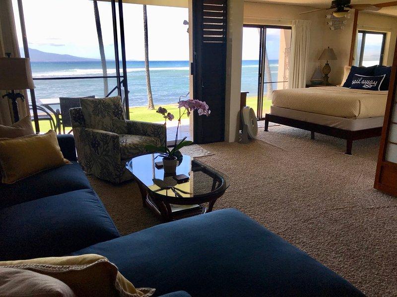 Wow! Beautiful Maui Oceanfront 2bd/2bath free WIFI, holiday rental in Maalaea