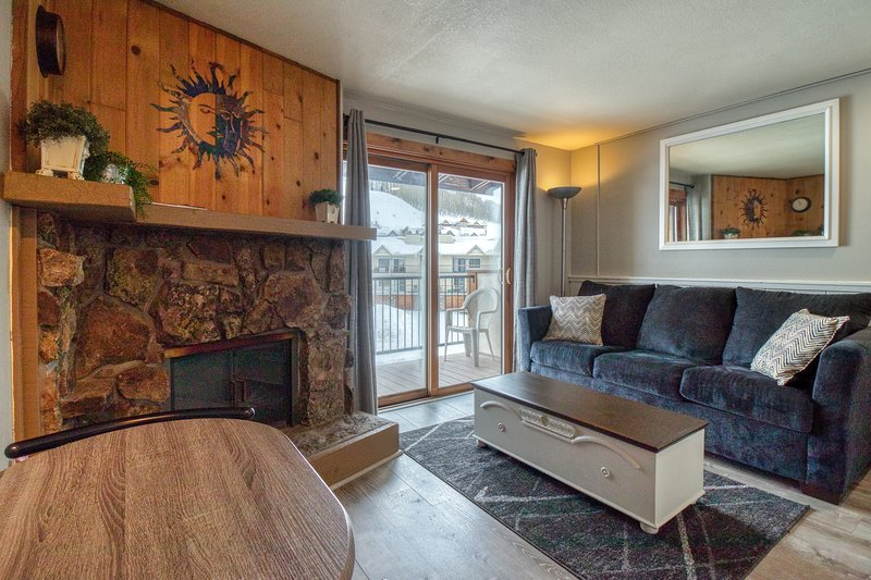 Mountain view condo w/shared pool, hot tub & sauna -near lifts Chalet in Crested Butte