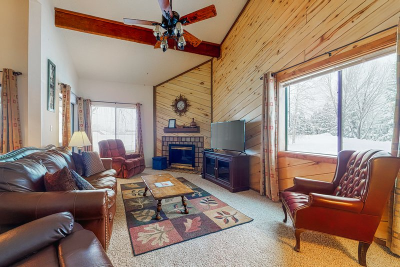 Lofty condo w/ patio & grill - walk to golf, rec center & eateries, holiday rental in Pagosa Springs