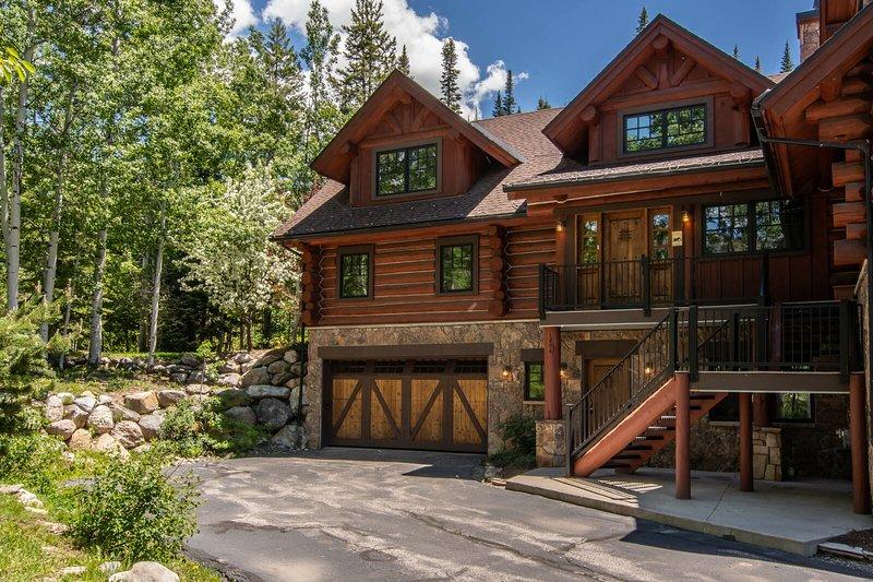 Immacolata residenza cittadina di tronchi rende il perfetto rifugio di montagna