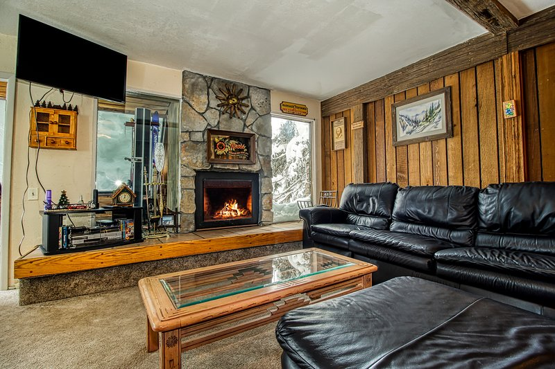 Dog-friendly condo near Dixie National Forest & across highway from ski lift!, location de vacances à Brian Head