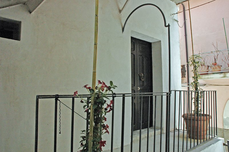 Casa Lucrezia. Antica casa con scala esterna., holiday rental in San Giovanni in Fiore