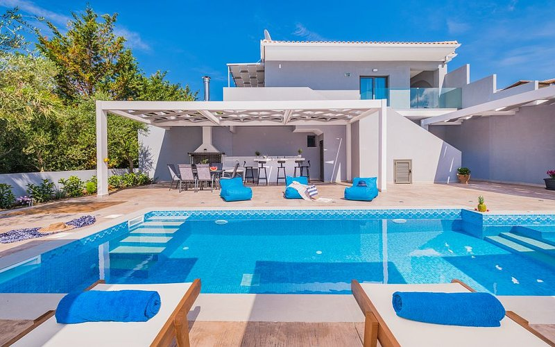 Jasmine 1st floor suite with private pool, vacation rental in Tsilivi (Planos)