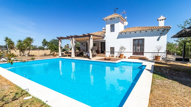 Charming country house in Marchena. Ideal location to visit all Andalusia, location de vacances à Osuna