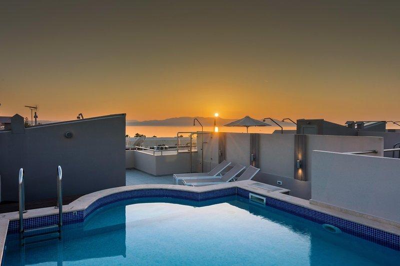Terrace Private Pool villa Miami, only 1 min walk to sandy beach, location de vacances à Agia Marina