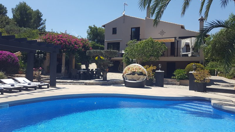 Luxury 6 Bedroom Country Villa in Pedreguer, vacation rental in Sagra