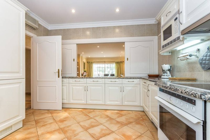 Spacious and fully fitted kitchen