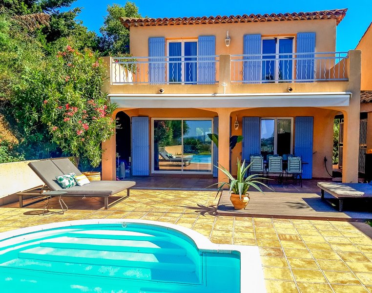 167633 villa, 3 bedrms, view golfcourse and sea, pool 8 x 3.5 mtr, partly airco., holiday rental in Sainte-Maxime
