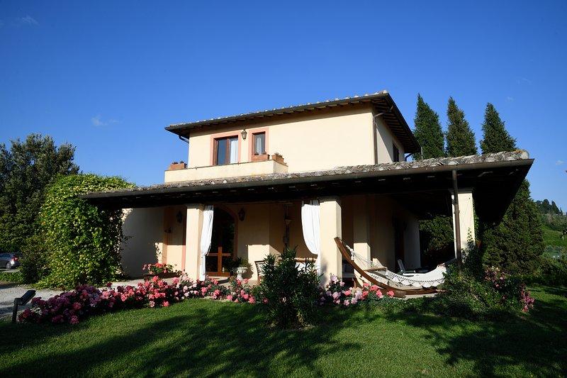 Relax e calda ospitalità per soggiornare in una casa delle verdi colline umbre., holiday rental in Fratta Todina