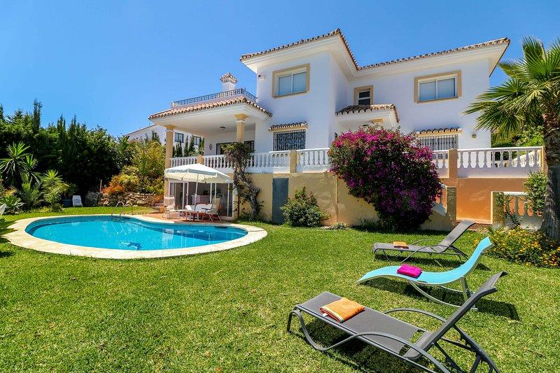 Family villa with great sea views near La Cala beach, alquiler de vacaciones en Mijas