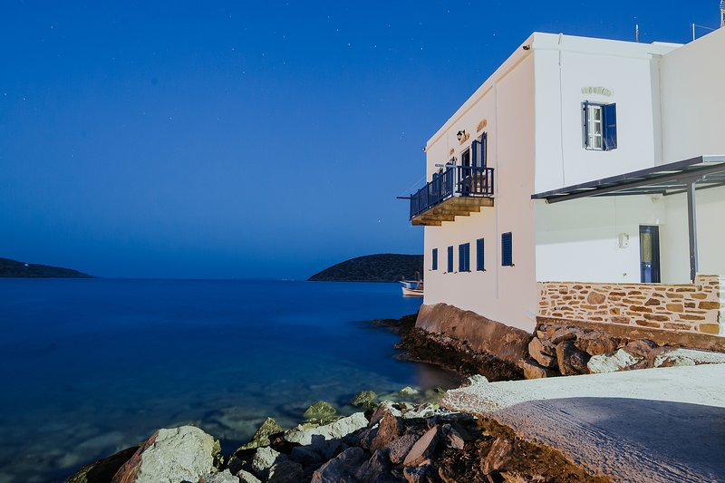 Amorgis Seaside Villa, location de vacances à Katapola
