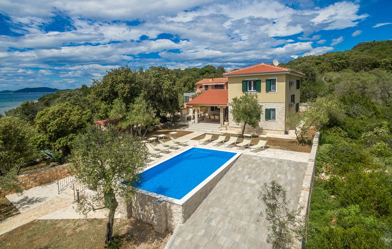 Villa with private pool, 5 bedrooms, holiday rental in Dugi Island