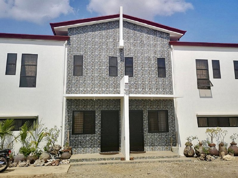 At The ALs' Place Laoag (C1), holiday rental in Badoc