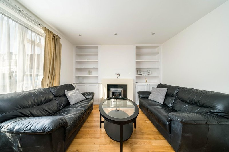 NEW 2BD Flat Heart of Battersea - Close to Station, vakantiewoning in Mitcham