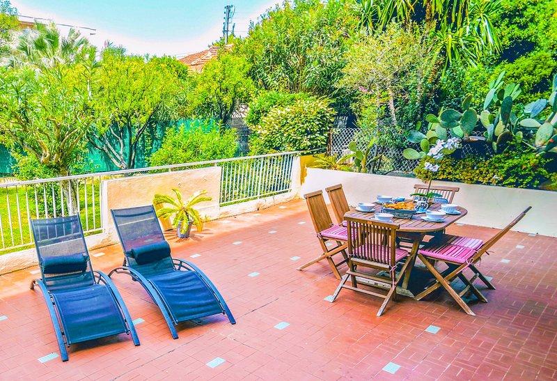 Spacieux appartement 60 m2 avec terrasse 60 m2, casa vacanza a Juan-les-Pins
