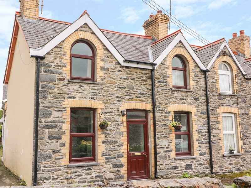1 POPLAR TERRACE, WiFi, pet-friendly, Pontrhydfendigaid, vacation rental in Devil's Bridge (Pontarfynach)