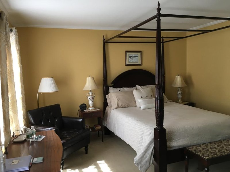 Double Room with Private Bathroom- Maple Room, vacation rental in Williston