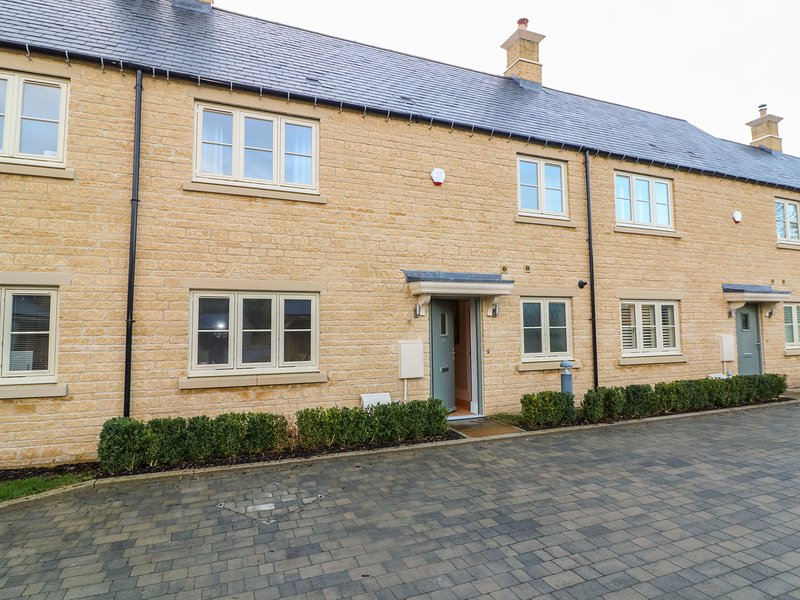 EAST VIEW, en-suite, woodburning fire in Stow-on-the-Wold, vacation rental in Upper Oddington