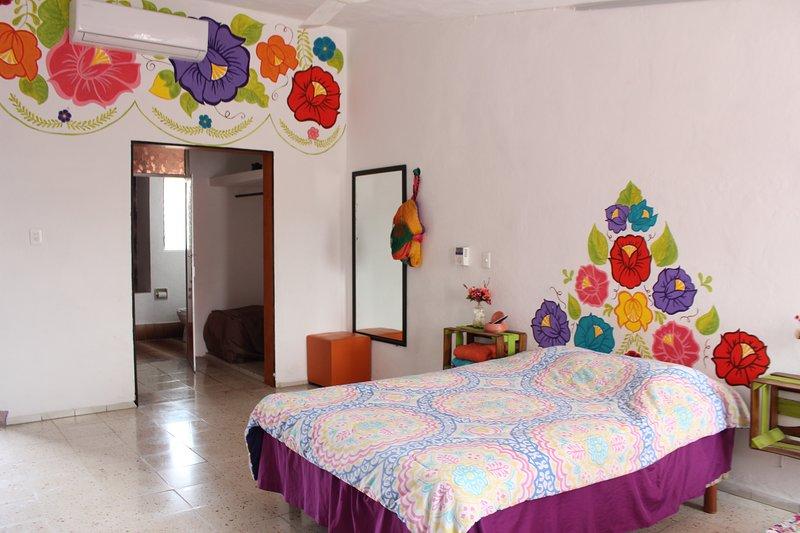 Te encantará esta habitación privada, amplia, con baño propio, ideal para descansar o trabajar