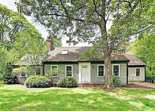 Quaint & Quiet! 2-Story House w/ In-Law Suite, Huge Backyard & Private Decks, holiday rental in Yarmouth Port