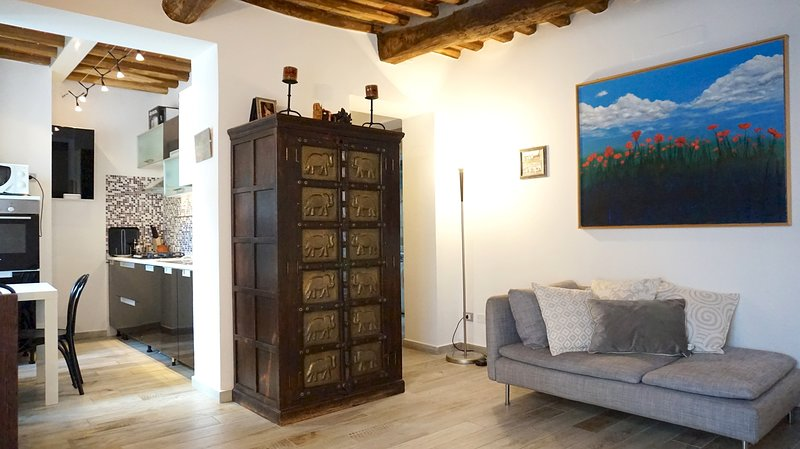 Susie's Apartment, Cozy Close Centre Town, holiday rental in Pozzuolo