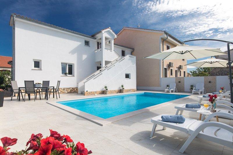 Bright & Spacious Top floor Flat Mira nr. 4, vacation rental in Merag