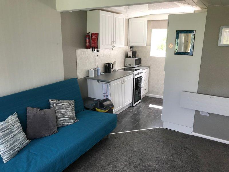 Chalet 183 Sandown Bay, Isle of Wight, Free WiFi, Sleeps 4-6, holiday rental in Brading