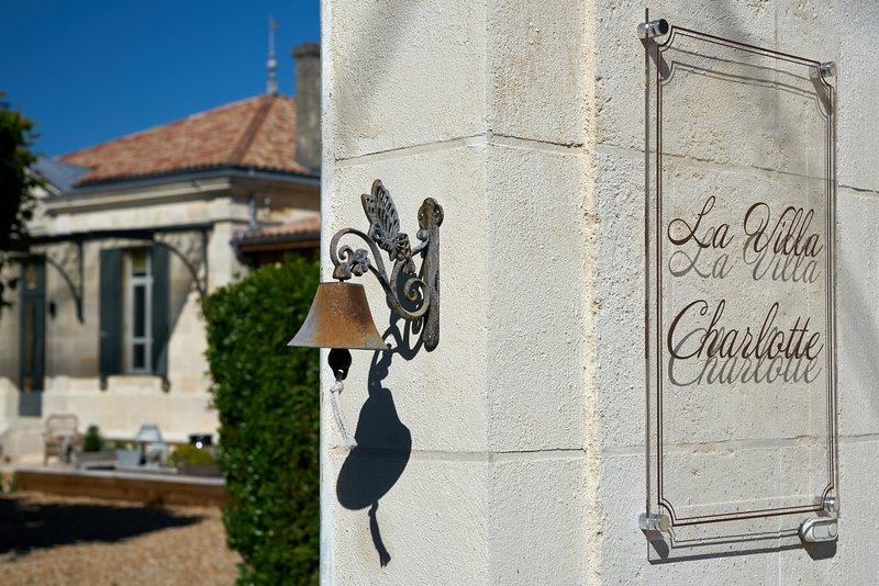 Magnifique Villa Charlotte 280m² à proximité de Bordeaux.Charme, casa vacanza a Cambes