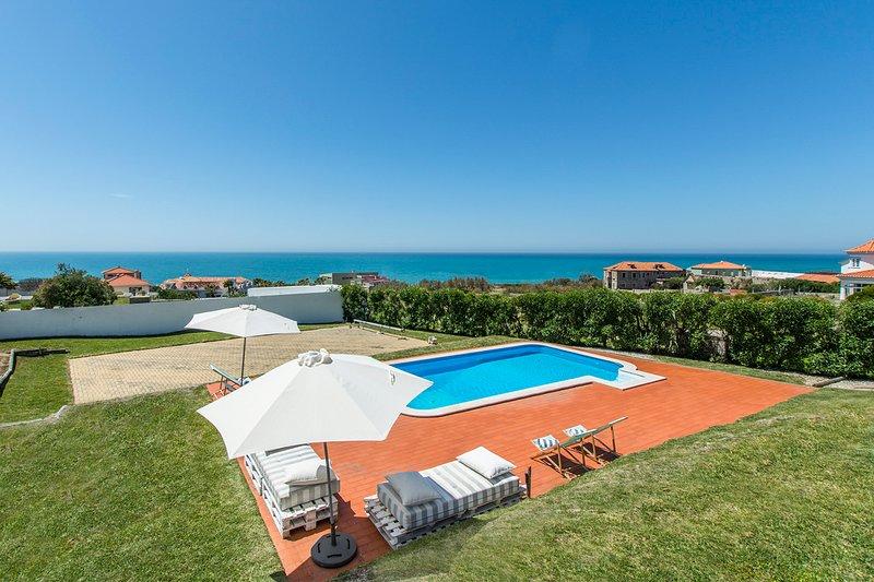 Mindel Villa Sleeps 10 with Pool - 5806065, alquiler de vacaciones en Magoito